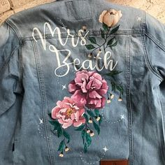 Judith Driessen added a photo of their purchase Painted Jeans, Painted Clothes, Hand Painted, Painted Leather Jacket, Faux Leather Jackets, Custom Clothes, Diy Clothes, Denim Art, Wedding Jacket