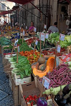 Palermo, Italy, Island of Sicily. I love out door markets no matter what country I visit. #palermo #sicilia #sicily
