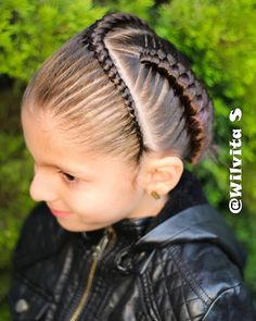 La imagen puede contener: 1 persona, primer plano y exterior Girl Hairstyles, Braided Hairstyles, Braids For Black Hair, Exterior, Girl Stuff, Hair Styles, Children, Fashion, Finger Nails