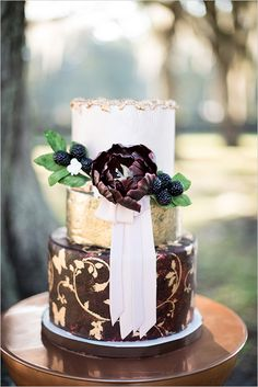 It's simply stunning from beginning to end with rich jewel-tones, lush fall florals and one of the prettiest birch wedding arches we've . Metallic Cake, Metallic Wedding Cakes, Birch Wedding, Chic Wedding, Glitz Wedding, Gold Cake, Wedding Ideas, Gorgeous Cakes, Pretty Cakes