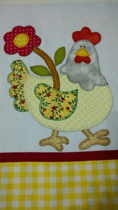 Patch apliqué by Nana Maciel Farm Quilt Patterns, Applique Patterns, Bird Applique, Applique Quilts, Mini Quilts, Baby Quilts, Nursing Home Gifts, Chicken Quilt, Small Sewing Projects