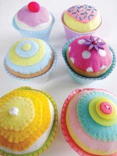 Felt Cupcakes - picture only, doesn't link to a pattern