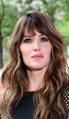A franja desfiada usada por Jennifer Garner é perfeita para disfarçar imperfeições e adicionar um toque jovial ao rosto