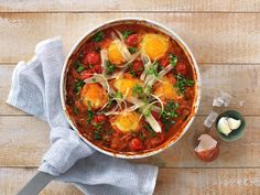 Egg i spicy bønnegryte - MatPrat Vegetarian Eggs, Egg And I, Bean Casserole, Foods To Eat, Thai Red Curry, Food To Make, Cooking, Breakfast, Healthy