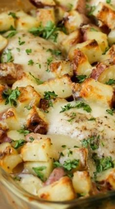 Quick, easy, comforting dinner recipe - Chicken Potato Bake recipes chicken recipes crockpot recipes easy recipes for dinner recipes healthy food recipes Chicken Potato Bake, Chicken Potatoes, Healthy Chicken Casserole, Cheesy Chicken, Fried Chicken, Easy Chicken Dishes, Baked Chicken Breastrecipes, Casseroles With Chicken, Chicken Cassarole