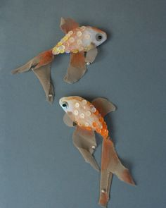 EL PEZ something fishy, soft sculpture brooch via Etsy. Art Textile, Textile Jewelry, Fabric Jewelry, Jewellery, Fabric Fish, Fabric Art, Fabric Crafts, Toy Art, Softies