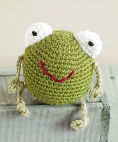 Crochet frog (free pattern) -- he's so cute! I wonder if crocheted his body around a rubber ball, would he bounce?