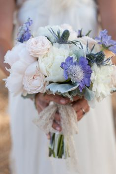 The colours in this bridal bouqet are gorgeous, love the pop of blue. Photography:  Petula Pea Photography