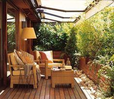 Terraza con plantas en las paredes