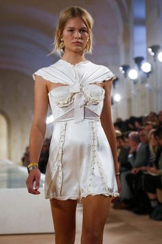 Style, Inspiration, Looks of the day, Fashion week, OOTD. Fashion Week, High Fashion, Fashion Show, Fashion Looks, Fashion Outfits, Office Fashion, Fashion Spring, Sport Fashion, Style Haute Couture