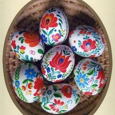 matyó hand-painted easter eggs from Hungary. I would love a bowl of these eggs! They are so bright and cheery. Egg Crafts, Easter Crafts, Holiday Crafts, Bunny Crafts, Easter Decor, Easter Ideas, Easter Egg Designs, Ukrainian Easter Eggs, Diy Ostern