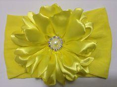 Flor amarilla de pétalos en tela de  razo VIDEO No. 336
