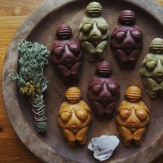 This year I am gifting some unconventional soaps for Christmas 💫 Venus of Willendorf soaps, made in my witchy soap kitchen down in our… Sculpture Clay, Sculptures, Stone Age Art, Boho Chic Interior, Biscuit, Pagan Art, Female Hormones, Mother Goddess, Historical Art