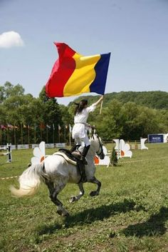 Best national day of my people. Romanian Flag, Romanian Girls, South East Europe, Eastern Europe, Flags Of The World, Countries Of The World, Bulgaria, Romania People, Visit Romania