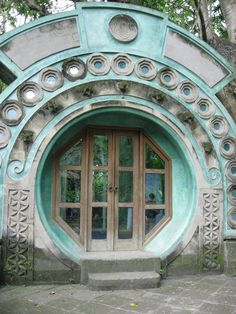 Love the shape of the entry door/windows on this building in Bali! Imagine coming through a Ba-Gua shape every day.