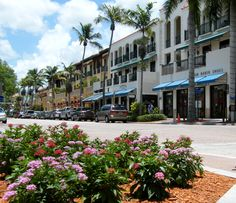 Downtown Naples, FL is a great place to eat, shop, stroll and people watch. | Divco Custom Homes | Inspiration | Divcohomes.com | Custom Home Builder Naples, FL & Marco Island, FL