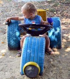 Bildergebnis für spielplatz mit autoreifen - All For Backyard Ideas Kids Outdoor Play, Kids Play Area, Backyard For Kids, Outdoor Toys, Diy For Kids, Tire Playground, Outdoor Playground, Tire Craft, Tire Garden