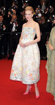 Hermoso vestido con flores para red carpet