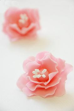 Gum Paste Pink Fantasy Flower by kaiyubebe (via Flickr).