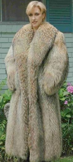 Fox Fur Coat, Fur Coats, Fur Fashion, Womens Fashion, Girly Outfits, Style Guides, Mantel, Parka, Cool Pictures