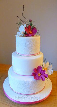 SUMMER    Simplicity & elegance with sugar lace, a diamante trim & 'Cosmos' sugar flowers  :)