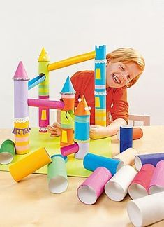 Crafting with toilet paper rolls DIY princess castle castle carton Toilet Paper Roll Diy, Toilet Paper Crafts, Paper Crafting, Diy Paper, Free Paper, Cardboard Crafts Kids, Cardboard Tubes, Diy Crafts For Kids, Cardboard Castle