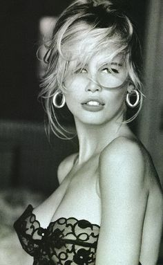 http://blog.urbanoutfitters.com/blog/behind_the_scenes_beauty_claudia_schiffer_and_kate_moss    claudia schiffer