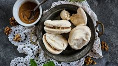 Hummus, Camembert Cheese, Stuffed Mushrooms, Sweets, Vegetables, Ethnic Recipes, Food, Stuff Mushrooms, Gummi Candy