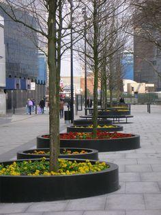 old-street-promenade-of-light-planters.jpg (1944×2592)