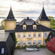 This historic hotel from 1767 is located on the Oslofjord, particularly known for its wine cellar and extenstive art collection, featuring works by Andy Warhol, Edvard Munch, Therese Nordtvedt, Carl Nesjar, Kjell Nupen, Håkon Bleken, Frans Widerberg, and Jacob Weidemann. Edvard Munch, Andy Warhol, Wine Cellar, Norway, Mansions, House Styles, Places, Collection, Home