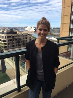 @Elise3aum Elise Bauman retweetou Canada Down Under Thanks for letting me visit! @canadadownunder Wonderful to have Canadian @Elise3aum visit the Consulate today! Her film @AlmostAdultsMov is featuring @Qscreen #QSFF16 Friday & Saturday!