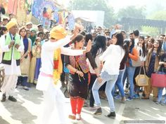 Public enjoying the 2nd last day of 31st surajkund mela with dance ,shopping, selfie & with many more things @ 31st Surajkund International crafts mela. Book your Etickets Now @Bookmyshow http://bit.ly/SICMDel #surajkundmela2017