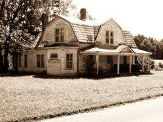 Abandoned farm house, Elkin, North Carolina; tied up in family estate dispute. Shame.