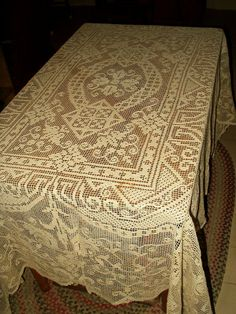 Vintage 1920 1930 Filet Darn Net Lace Lacis Buratto Tablecloth Flora Motif - The Gatherings Antique Vintage Antique Lace, Vintage Lace, Vintage Style, Victorian Kitchen, Vintage Tablecloths, Linens And Lace, Ecru Color, Chantilly Lace, Darning