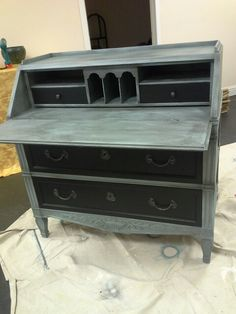 Writing desk finished in Shabby Paints Baby Boo with Black VAX and Licorice! Old Furniture, Painted Furniture, Furniture Ideas, Writing Desk, Chalk Paint, Shabby, Crafting, Facebook, Diy
