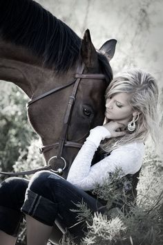 High School Senior Portrait Photos with horses.... IM FAMOUS!! repinned a pin of me.. #thatsremarkable  #iconstudios