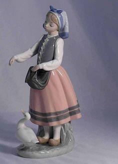 Amazing Large Lladro Porcelain Figurine Girl w. Goose