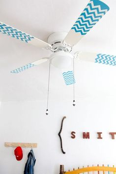 For a pop of color, try chevron-patterned ceiling fans. They're easy (and cheap!) to DIY. if you can't paint (like if you live in an apartment), you could try washi tape or electrical tape! Diy House Projects, Cool Diy Projects, Home Design, Diy Design, Painted Fan Blades, Ideas Habitaciones, Duct Tape, Washi Tape, Masking Tape