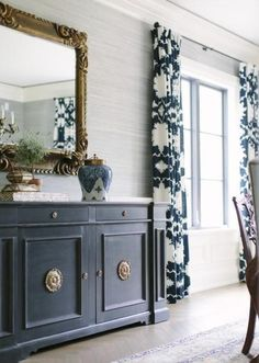 Dining Room Blue, Elegant Dining Room, Dining Room Design, Dining Room Furniture, Dining Room Drapes, Grasscloth Dining Room, Classic Dining Room, Blue Furniture, Dining Room Wallpaper