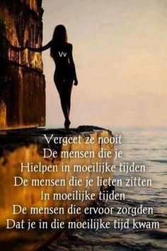 Vergeet ze nooit die mensen ... Love Life Quotes, True Quotes, Qoutes, Funny Quotes, Dutch Quotes, Self Quotes, Carpe Diem, Albert Einstein, Positive Quotes