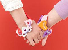 Heart Foam Bracelets Make and Takes for #Kids Book makeandtakes.com #Valentine
