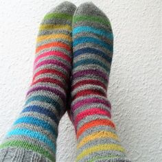 Rainbow – a free pattern for stripey knit socks by Michaela Richter. Instructions available in English and in German. Crochet Beanie Hat, Knit Or Crochet, Knitting Socks, Baby Knitting, Knit Socks, Knitting Projects, Knitting Patterns, Rainbow Socks, Free Baby Blanket Patterns