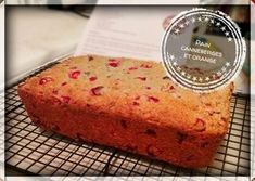 Pain canneberges et orange Just Desserts, Dessert Recipes, Muffin Bread, Cranberry Recipes, Dessert Bread, Sweet Bread, Banana Bread, Brunch, Food And Drink