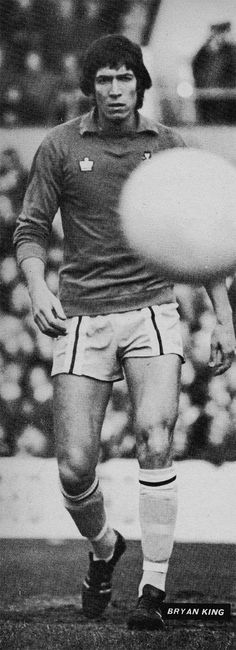 Circa 1975/76. Coventry City goalkeeper Bryan King during his brief First Division career that ended in a serious injury.