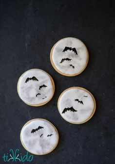 I love how these full Moon bat silhouette Halloween cookies turned out!  So so easy, too!