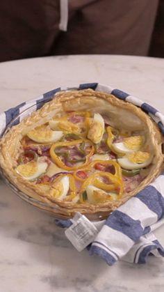 Receita fácil e cheia de sabores de torta à portuguesa para você fazer hoje mesmo.