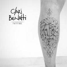 Claribenattitattoo (@claribenattitattoo) on Instagram: Mais uma versão do leão metade Geométrico metade pontilhismo ! Obrigada Leonardo! #claribenattitattoo #blxckink #ttblackink #equilattera #tattoodo #geometrictattoo #geometric #dots #tattoo2me #rabiscaeu #benartti #lion