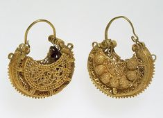 Pair of earrings, 11th century; Greater Syria; Gold: originally outlined with strung pearls and/or stones