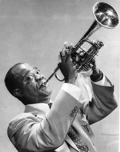 Louis Armstrong (USA, New Orleans, 1901. augusztus 4. – USA, New York, 1971. július 6.) amerikai dzsessztrombitás, énekes, zenekarvezető, a dzsessztörténet egyik legnagyobb és legismertebb alakja.