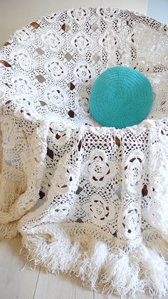 Vintage crocheted blanket white flowers with by lacasadecoto